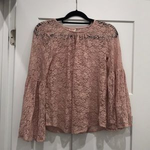 Bell sleeve lace shirt